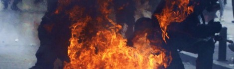 greek-cops-ablaze_athens1